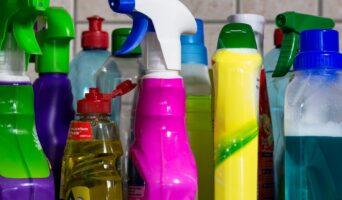 Utiliser le spray antibactérien pour se protéger au quotidien