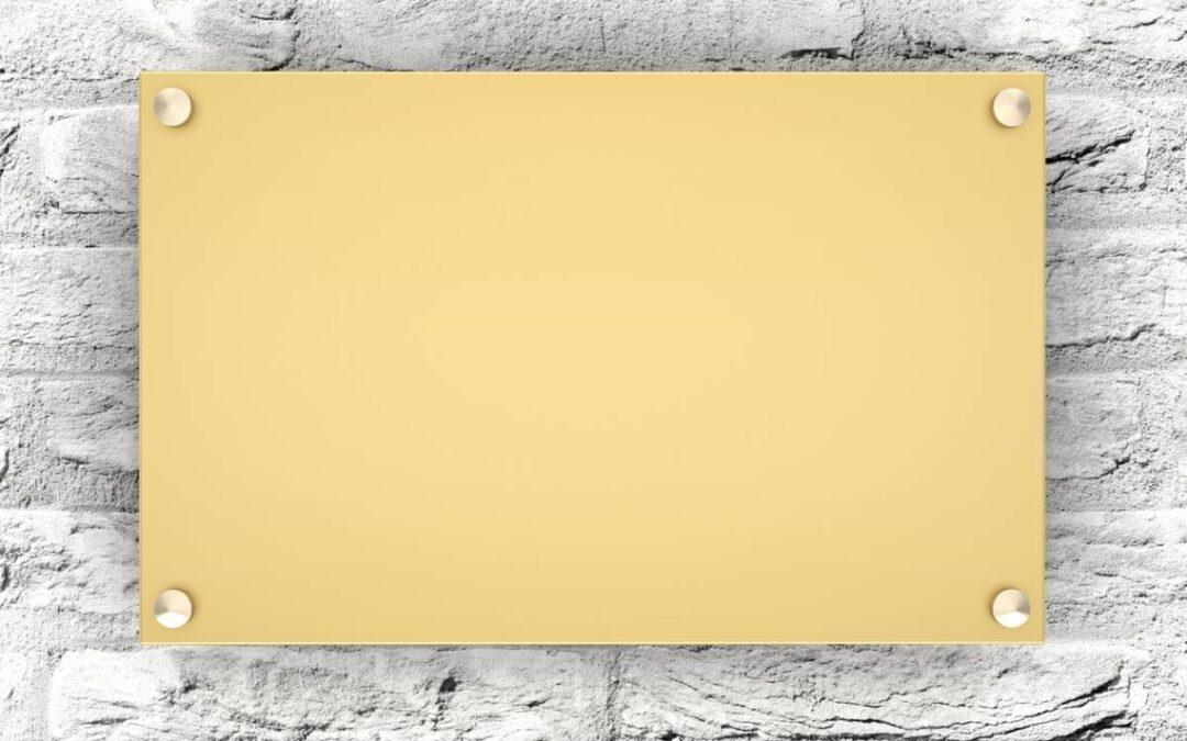 Quelles professions ont besoin d'une plaque gravée ?