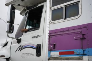 camion avec covering publicitaire